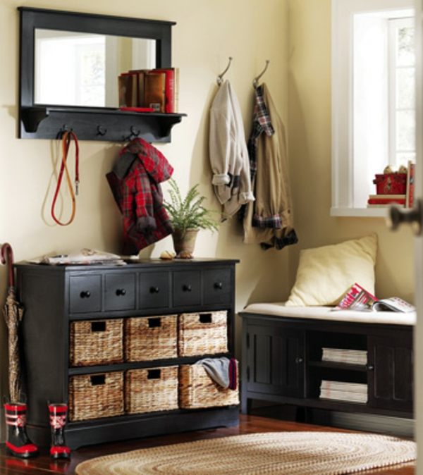 meuble-vestiaire-noir-et-miroirs-avec-brocs-à-vêtements