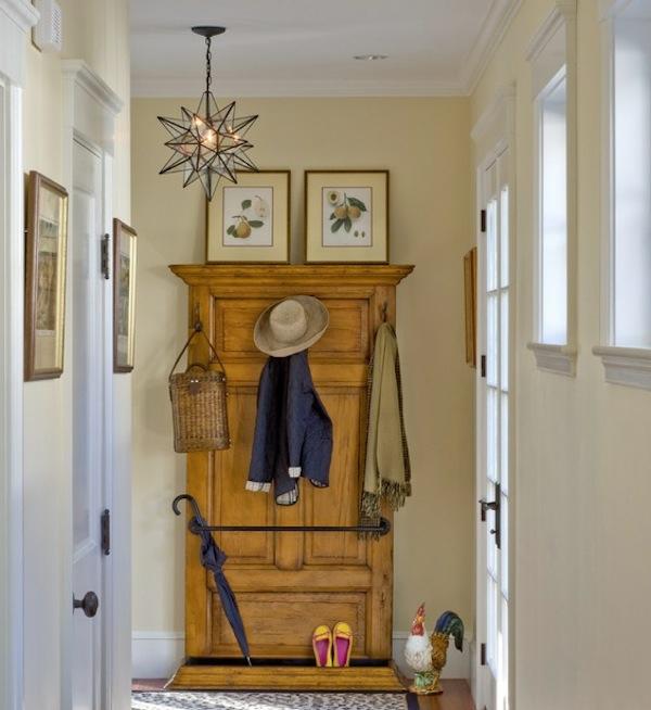 meuble-vestiaire-un-pafonnier-original-et-deux-peintures