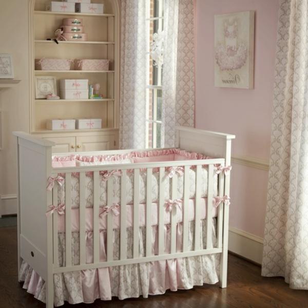 mignon-lit-de-bebe-en-rose-pour-le-confort-et-les-bonne-rêve-de-votre-bebe