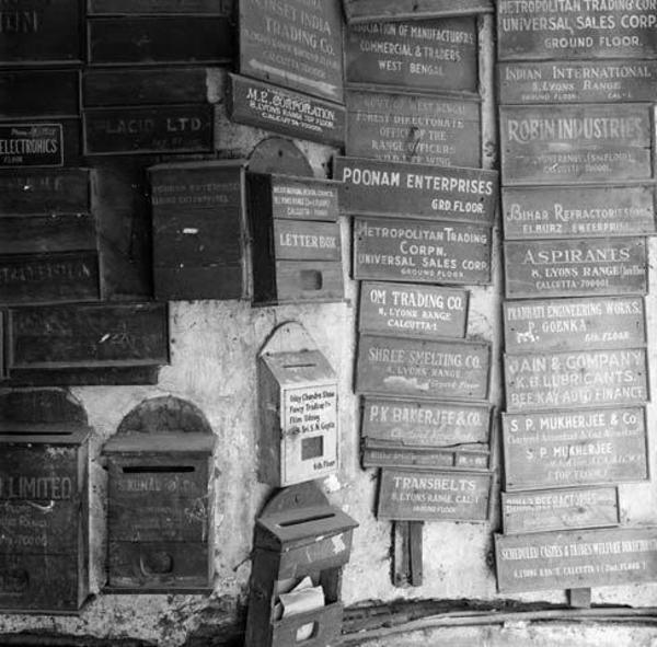noire-et-blanc-photos-avec-des-boites-ux-lettres-vintage