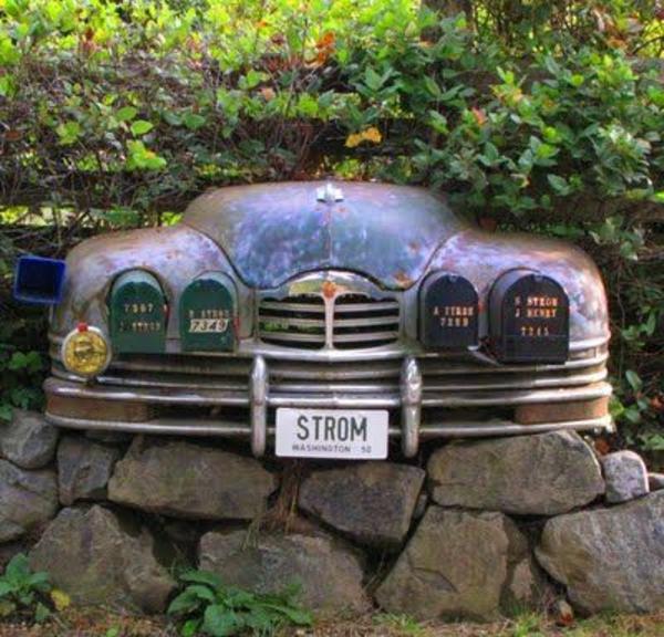 oolidée-avec-une-vieille-voiture
