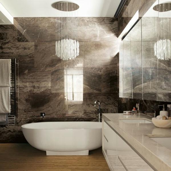 original-salle-de-bain-avec-une-baignoire-ovale