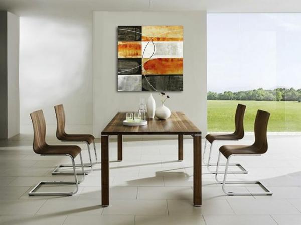 peinture-abstraite-dans-une-salle-de-déjeuner-chaises-panton