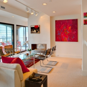 La peinture abstraite dans l'intérieur contemporain