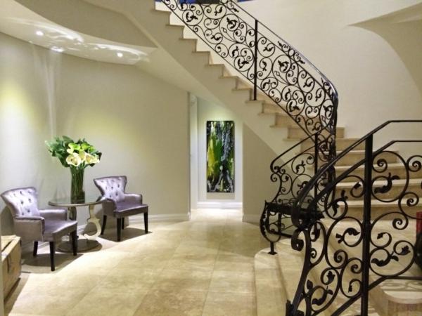 peinture-abstraite-peinturemoderne--verte-sous-un-escalier