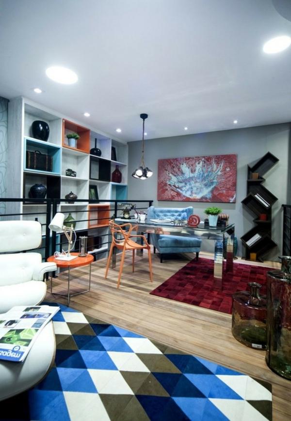 peinture-abstraite-sofa-bleu-une-chaise-orange-étagères-murales-intéressantes