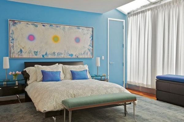 peinture-abstraite-sur-un-mur-bleu