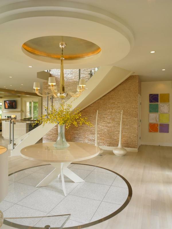 peinture-abstraite-un-intérieur-luxueux-plafond-en-couleur-crème