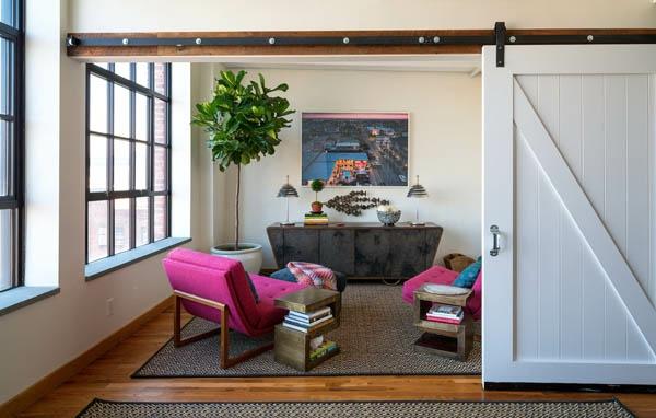 peinture-abstraite-une-porte-coulissante-plancher-en-bois