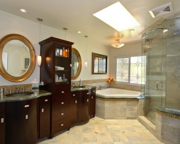 petite-baignoire-d' angle-buffet-en-bois-et-miroirs-ronds