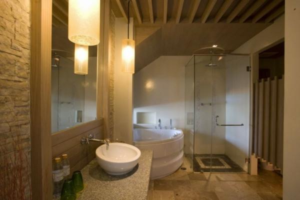La petite baignoire d 39 angle est la princesse de votre for Salle de bain baignoire et douche italienne