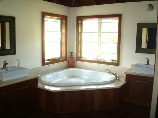 petite-baignoire-d' angle-petite-baignoire-encastrée