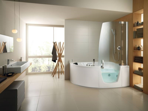 La petite baignoire d 39 angle est la princesse de votre for Rangement baignoire bois