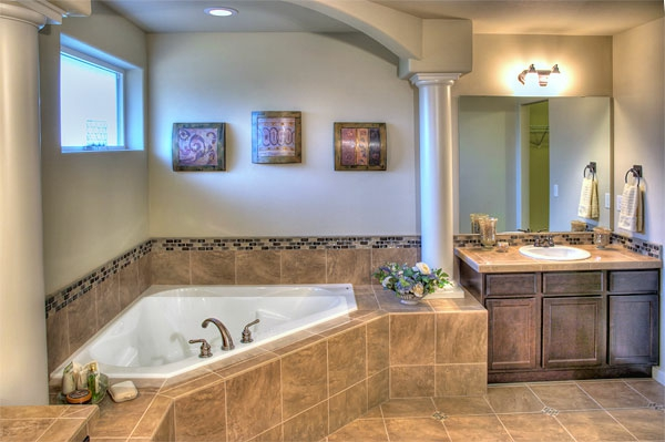 petite-baignoire-d' angle-un-style-superbe-de-salle-de-bains
