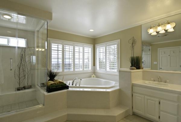 La petite baignoire d 39 angle est la princesse de votre - Baignoire d angle avec marche ...