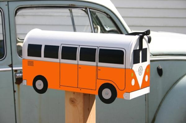petite-bus-d'école-pour-la-boîte-de-lettre
