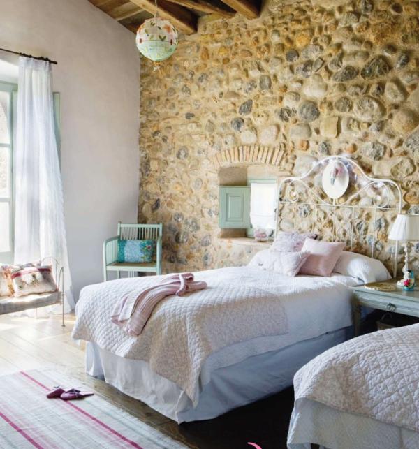 pierre-pour-votre-mur-original-et-un-lit-cosy
