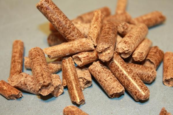 poêle-à-pellets-pellets-en-bois-recyclé