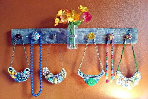 porte-bijoux-mural-design-bleu-très-cool
