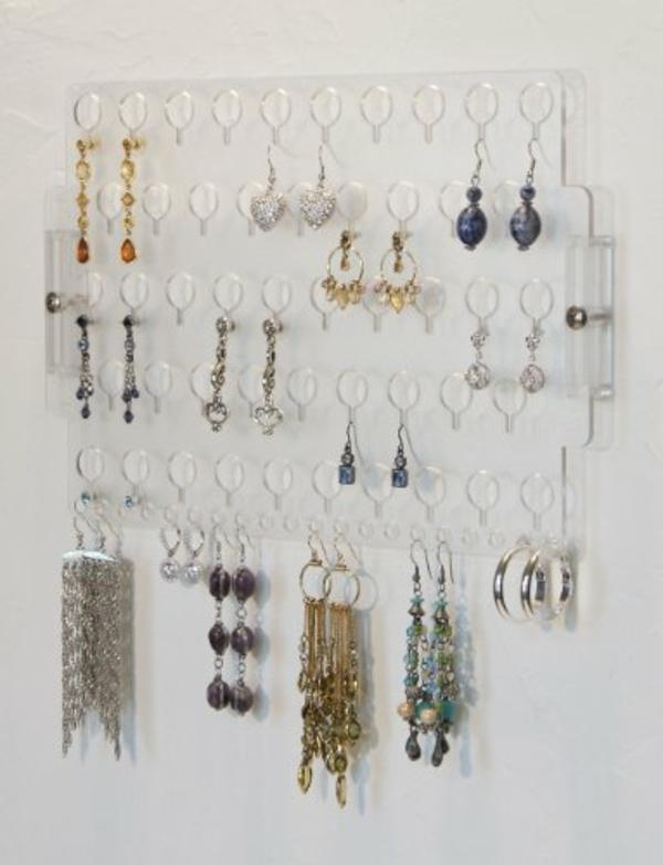 Le porte bijoux mural une d co pratique et belle for Fabriquer un porte bijoux mural