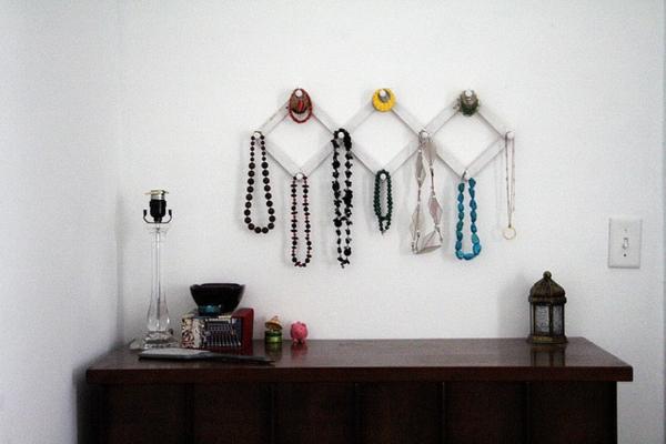 Le porte bijoux mural une d co pratique et belle for Decorer une porte d interieur