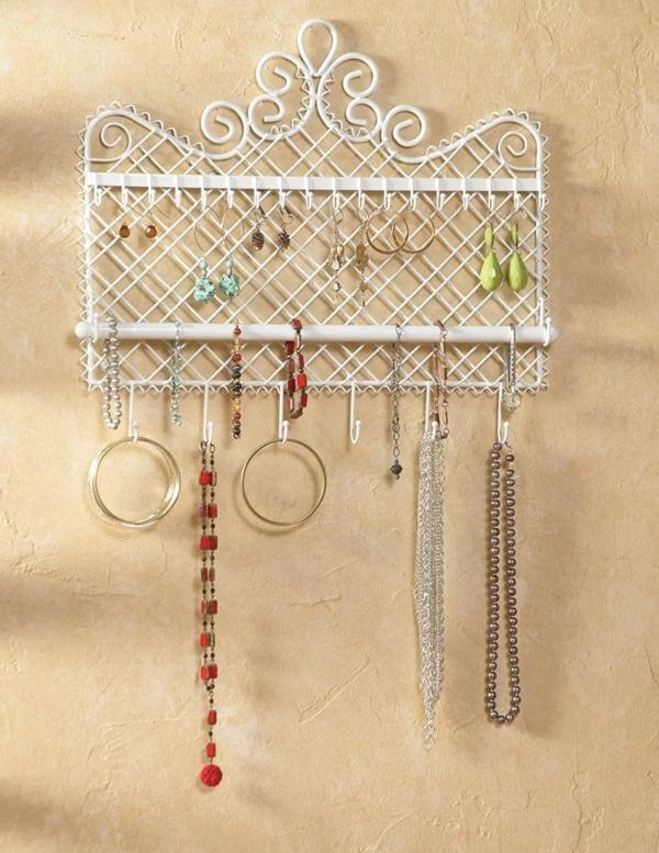 Porte bijoux mural pas cher rangement bijoux mural with for Meuble a bijoux mural