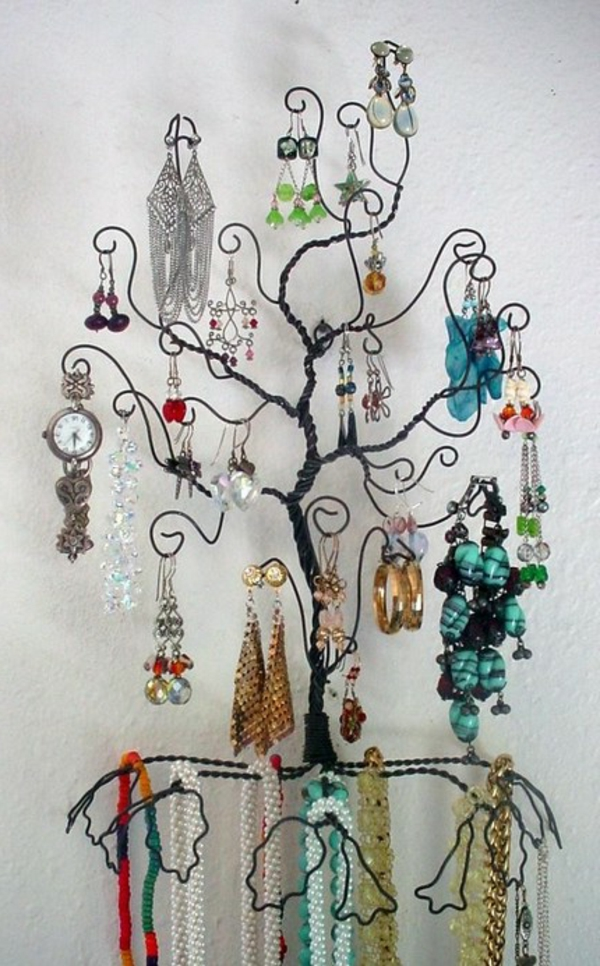 porte-bijoux-mural-un-arbre-noir-design-très-fin