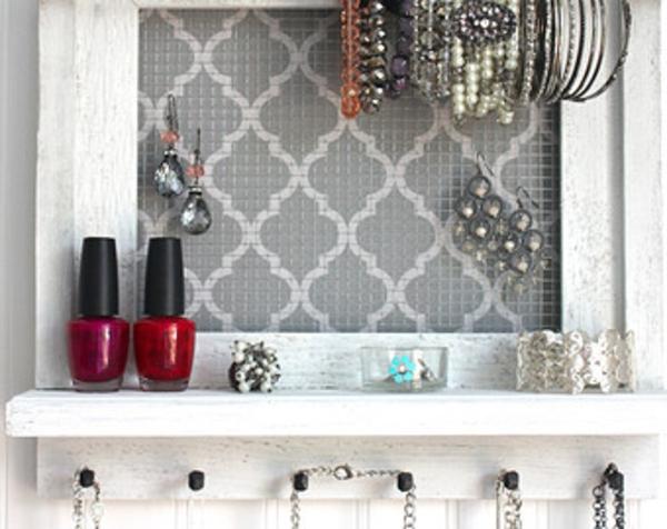 le porte bijoux mural une d co pratique et belle. Black Bedroom Furniture Sets. Home Design Ideas