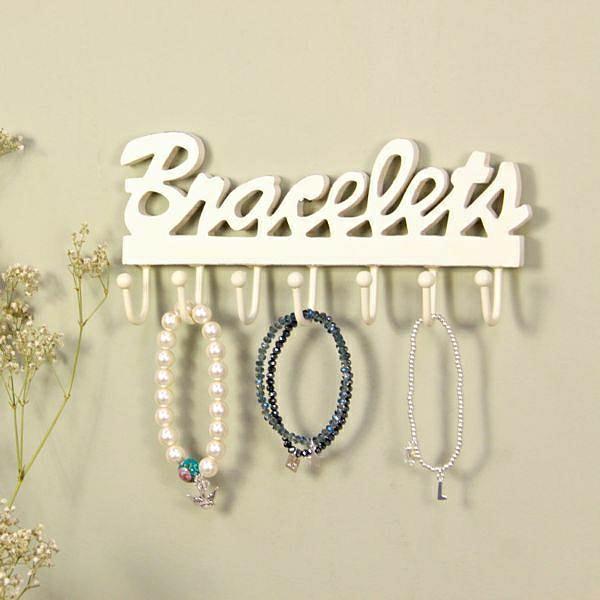 porte-bijoux-mural-un-porte-accessoire-blanc