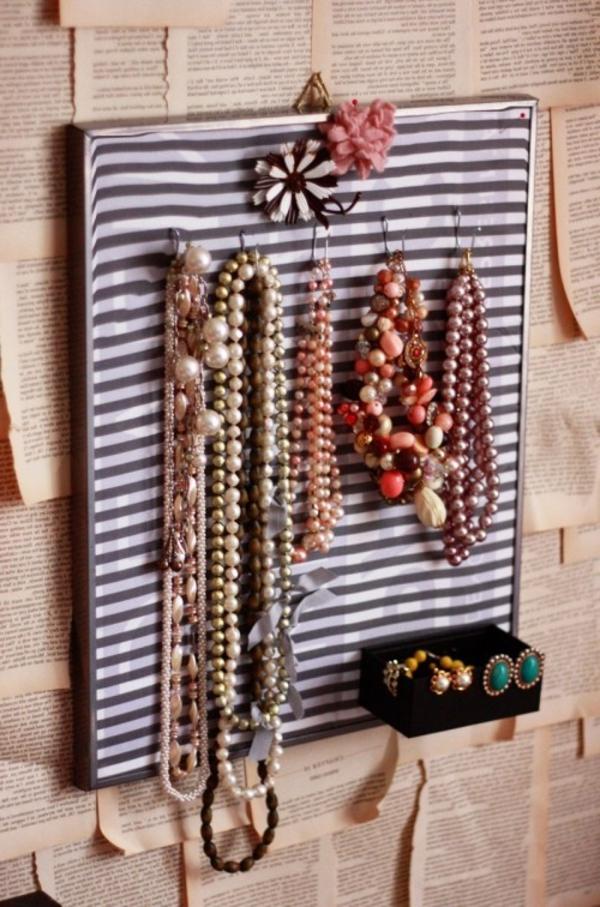 porte-bijoux-mural-un-tableau-à-rayures