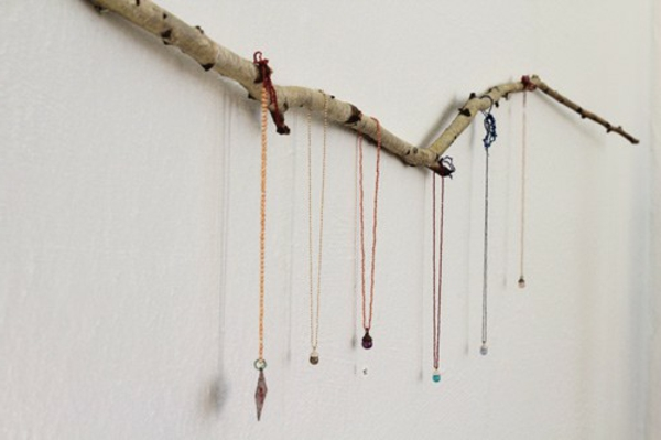 porte-bijoux-mural-une-branche-naturelle