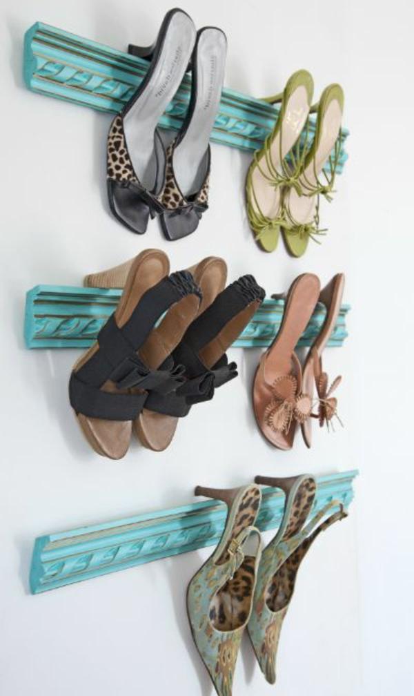 porte-chaussures-bleu-en-bois