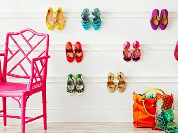 porte-chaussures-et-chaussures-colorées