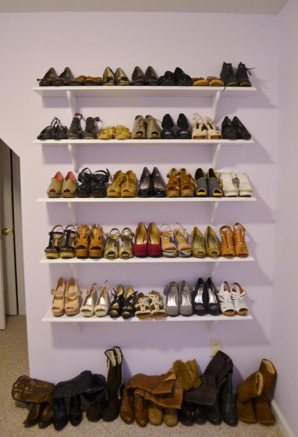 porte-chaussures-un-mur-blanc-avec-rangement