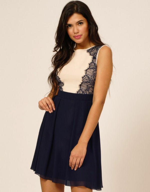 robe-patineuse-couleur-crème-et-bleu-marin