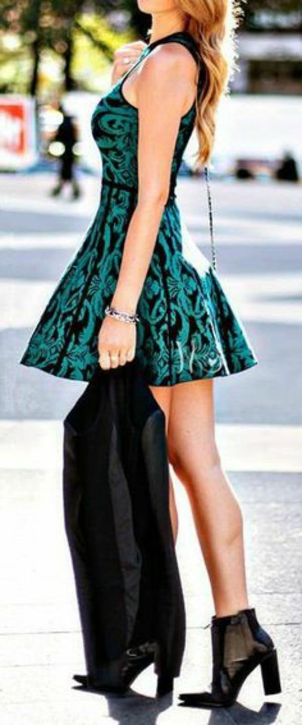 robe-patineuse-en-vert-et-noir