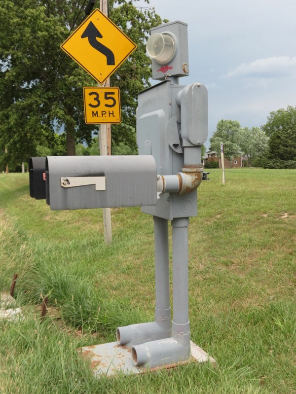 robot-figure-pour-laboite-postal