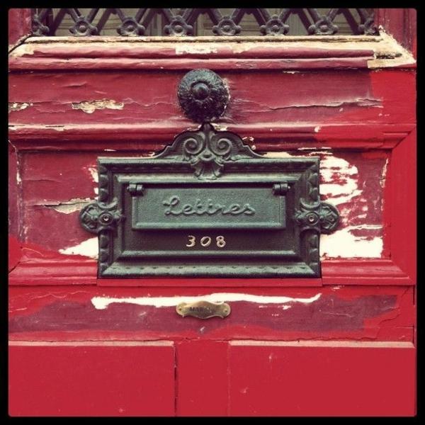 rouge-boîte-unique-et-élégante