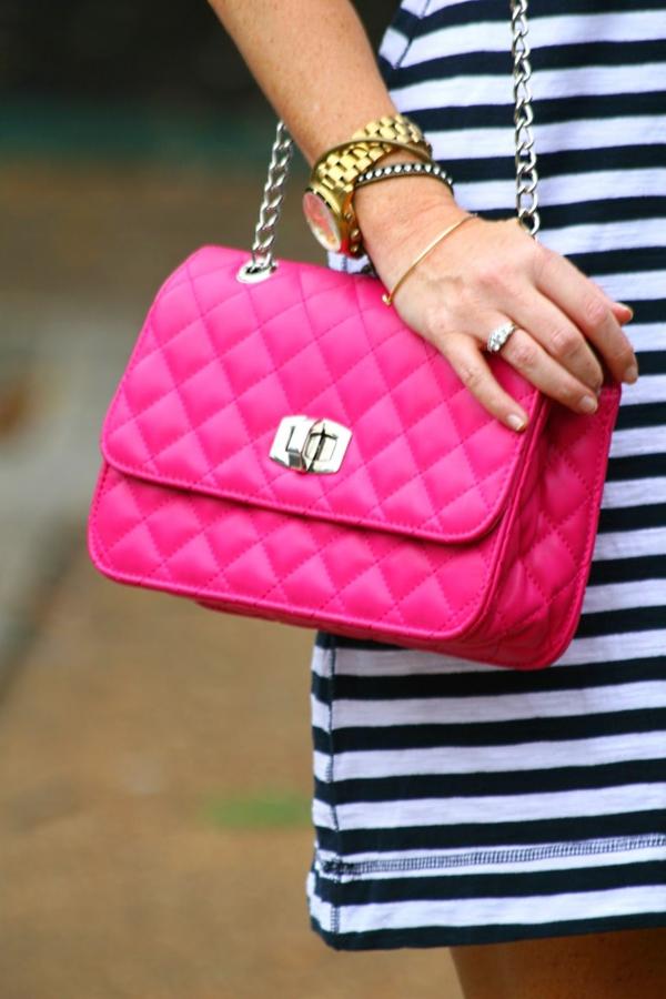 sac-matelassé-design-rose-néon