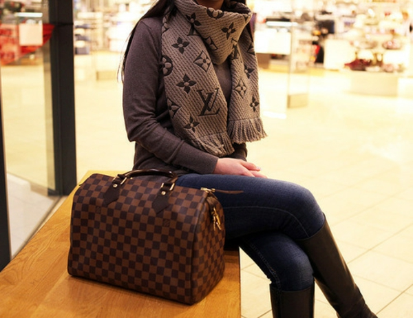 sacs-louis-vuitton-un-louis-vuitton-et-foulard-louis-vuitton