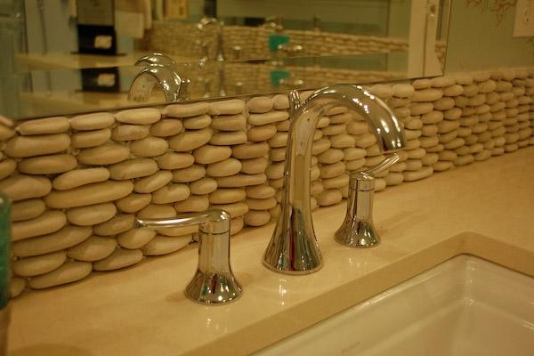 salle-de-bain-avec-des-pierre-pour-votre-décoration-magnifique