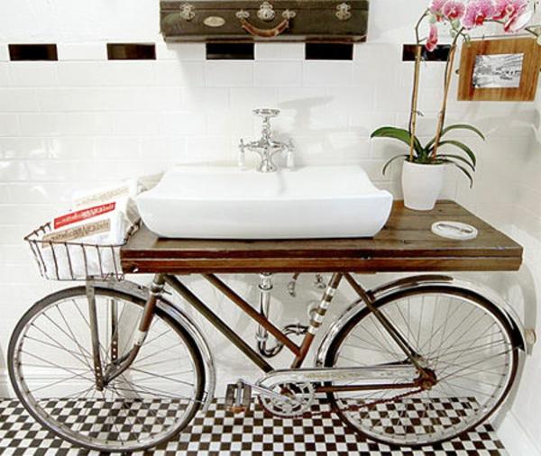 salle-de-bain-idée-ave-un-vélo