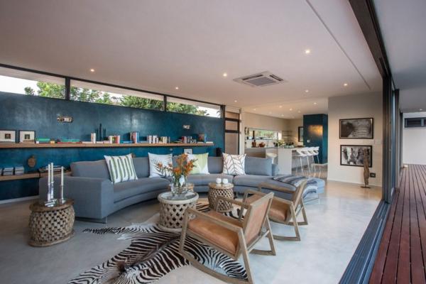 salle-de-séjour-avec-ameublement-moderne-et-meubles-en-bleu