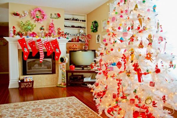 sapin-de-noel-blanc-décoration-chaleureuse-desalle-de-séjour