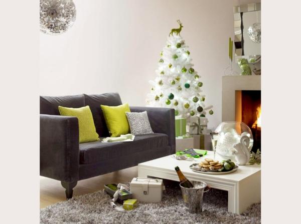 sapin-de-noel-blanc-et-décoration-verte