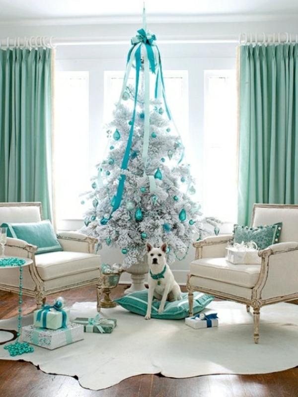 sapin-de-noel-blanc-intérieur-en-blanc-et-turquoise