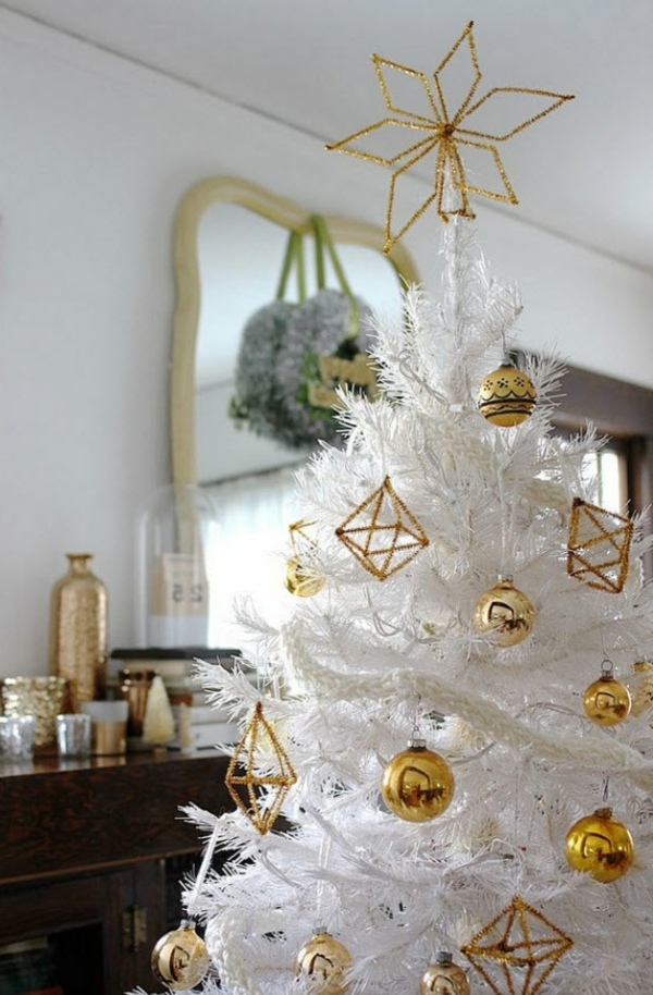 sapin-de-noel-blanc-ornements-couleur-d'or