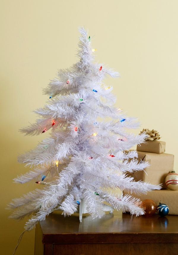 sapin-de-noel-blanc-petites-lampes-décoratives