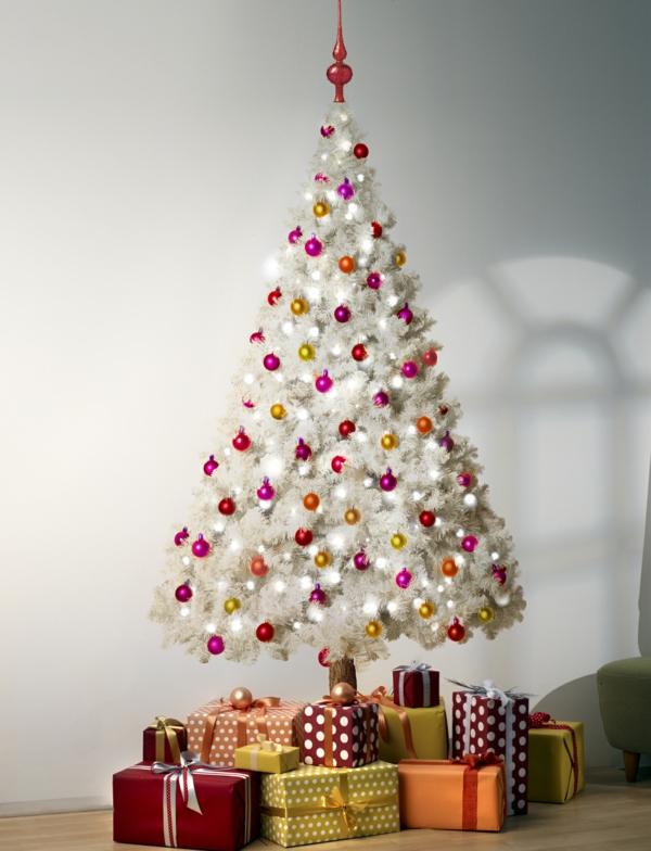 sapin-de-noel-blanc-plusieurs cadeaux