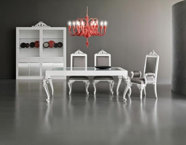 suspension-baroque-rouge-et-intérieur-baroque